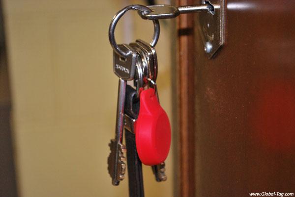 BLE KEYFOB BEACONY – The BLE Keychain with sensor