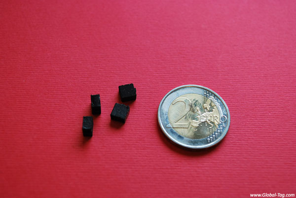 Tiny UHF transponder RFID
