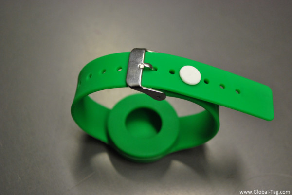 BLE Beacon Wristband with anti-removal clip